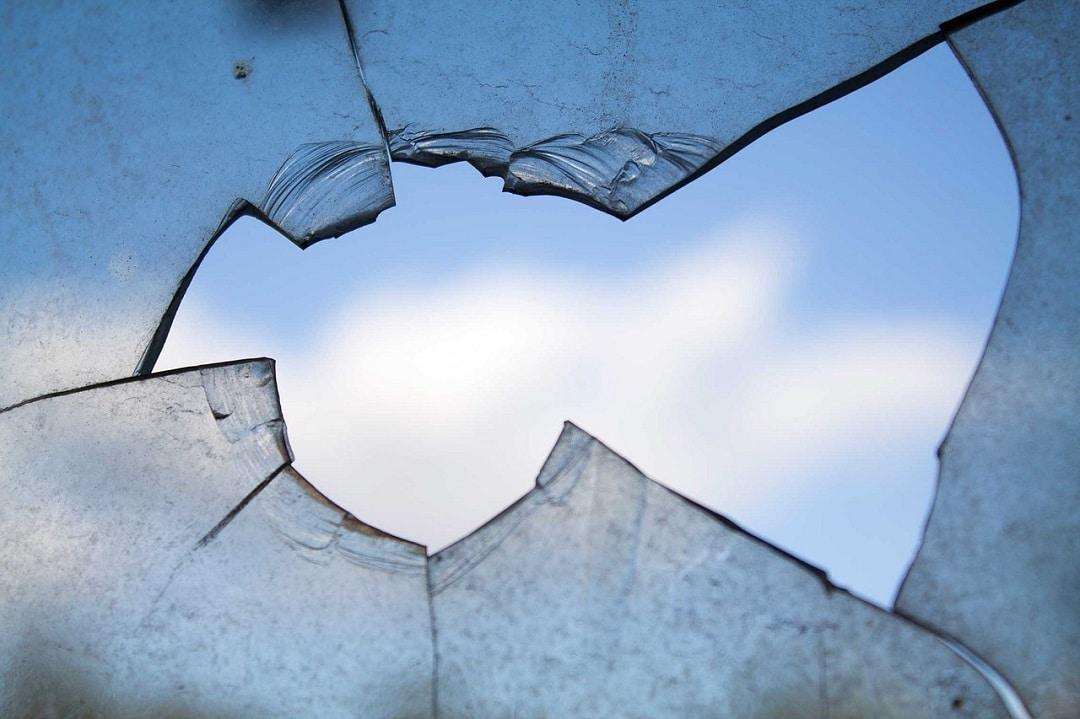 Comment remplacer une vitre cassée