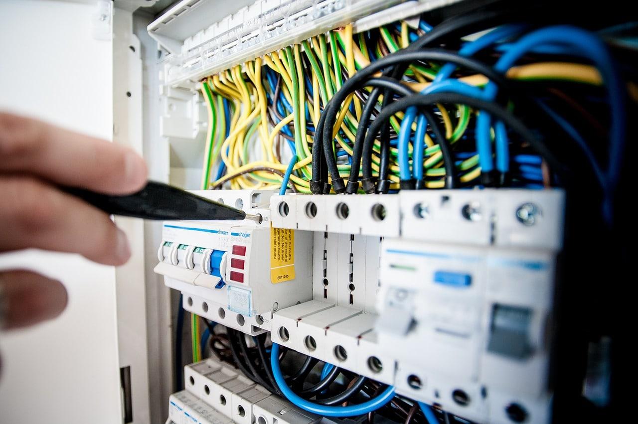 En quoi consiste la remise aux normes d'un tableau électrique ?