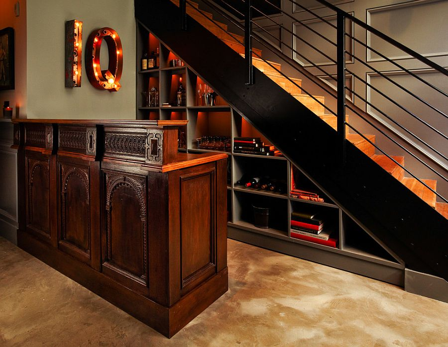 bar sous un escalier