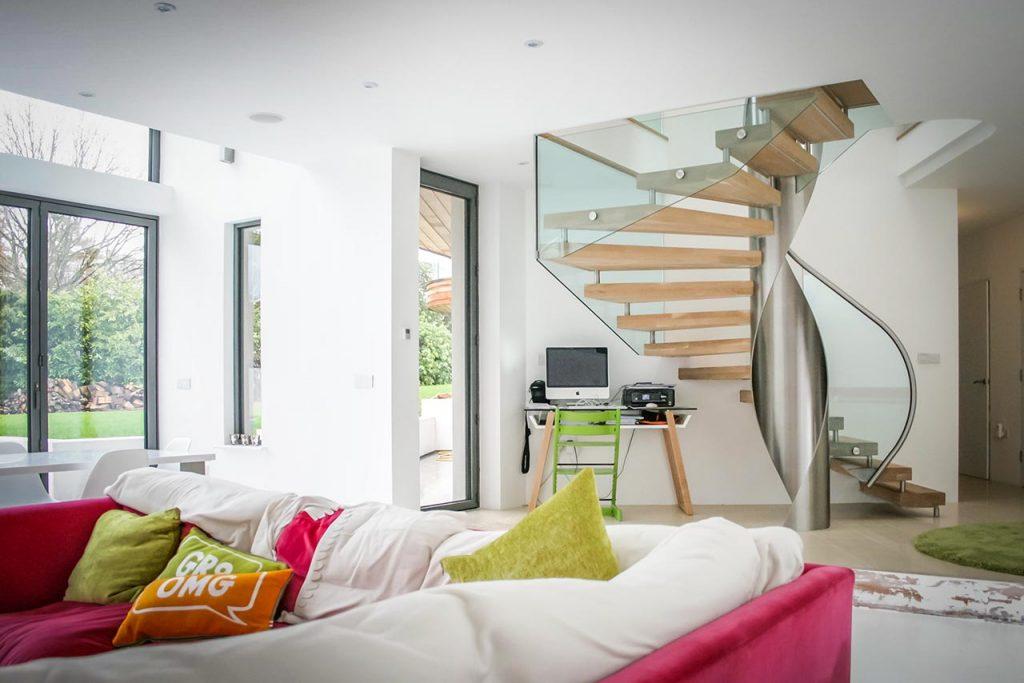 escalier colimacon bois verre contemporain