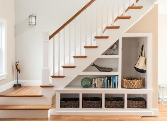 zone vide poche sous escalier