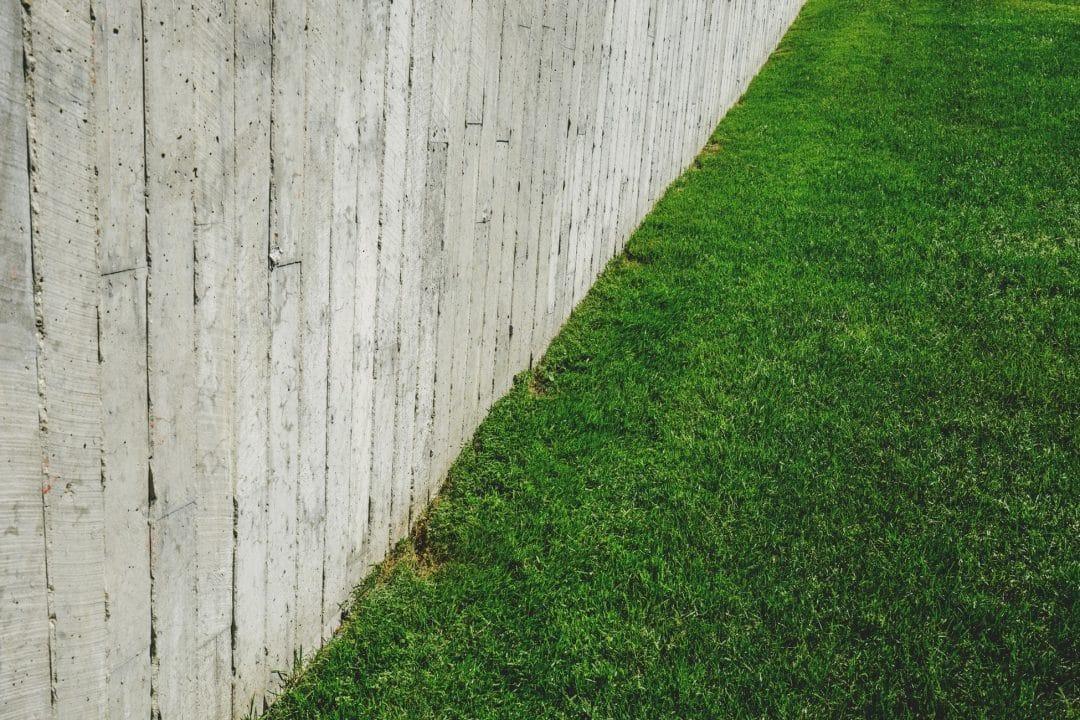 comment choisir et poser de la pelouse artificielle