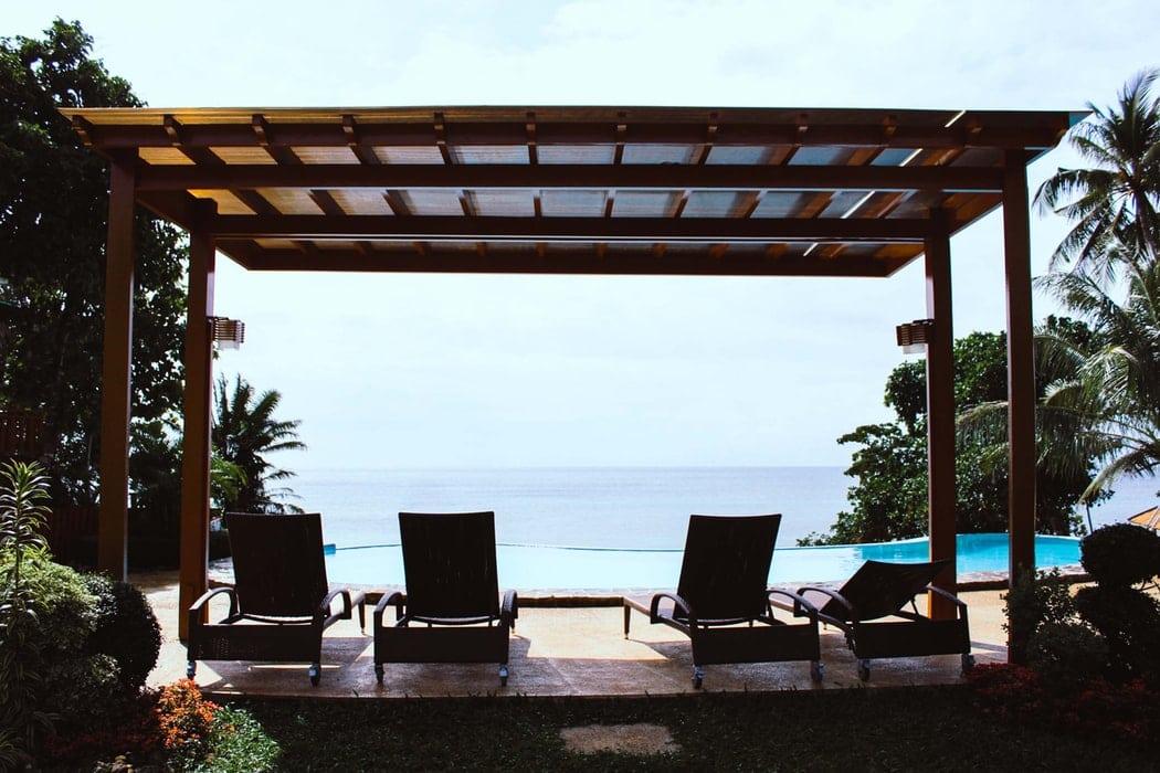 mobilier jardin piscine bain soleil luxe