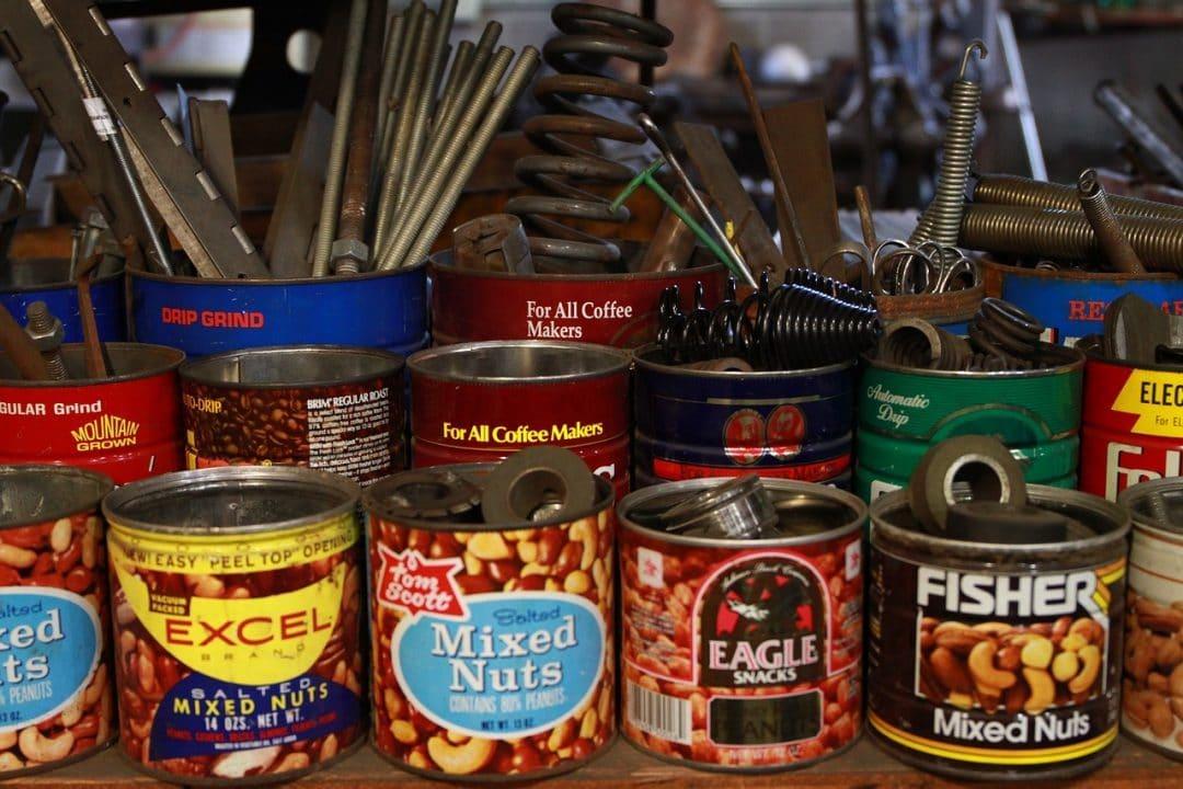 ranger outillage et outils dans boite conserve recupération