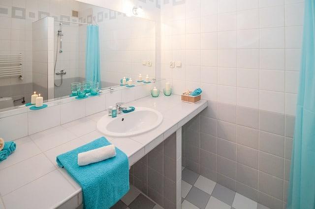 Salle de bain propre sans moisissure