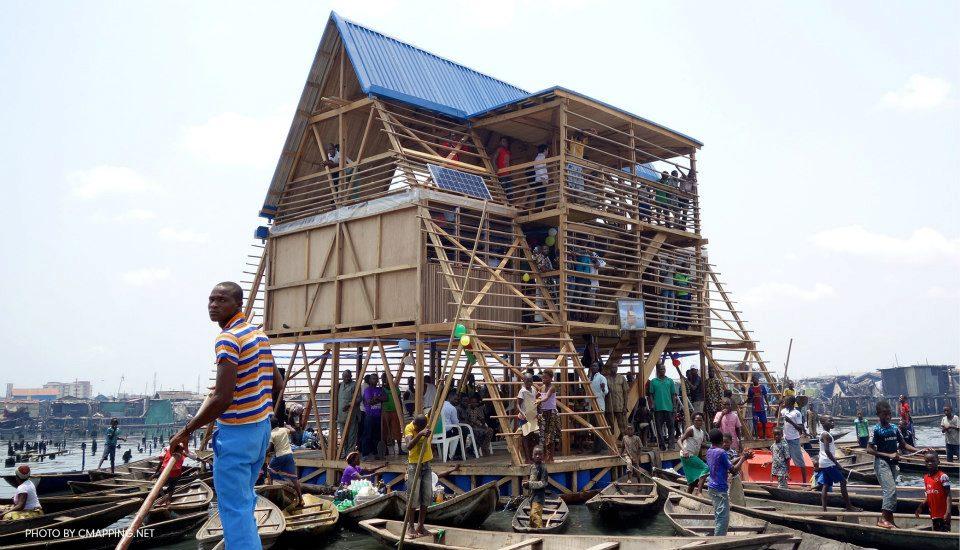 Ecole flottante de makolo