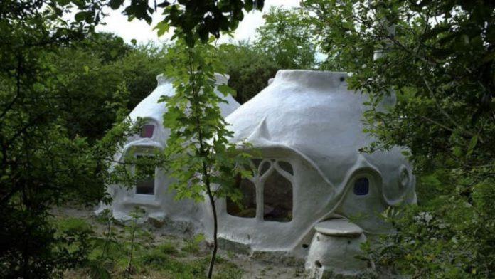 Maison de hobbit en France