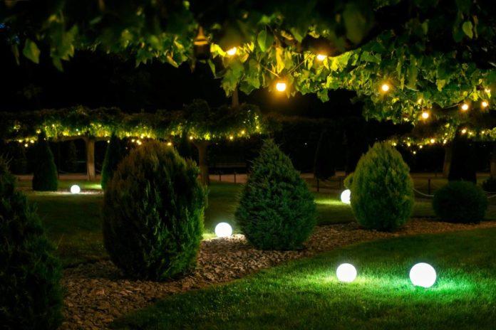 Comment éclairer son jardin avec esthétisme et efficacité ?