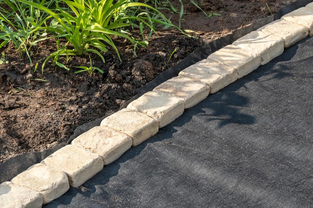bordure de jardin en pierres