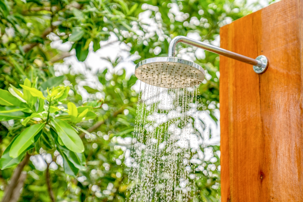 une douche d'extérieur