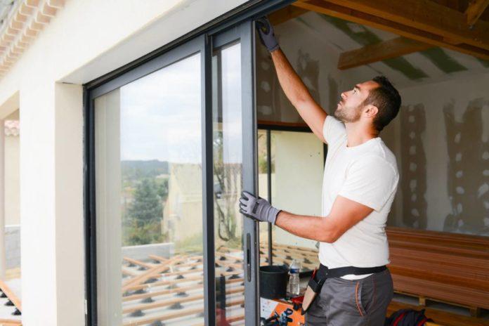 Construction : pourquoi opter pour une baie vitrée à galandage ?